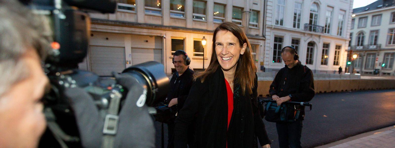 A 44 ans, Sophie Wilmès n'aura pas le travail facile à son nouveau poste. Elle ne dispose que d'une faible minorité.