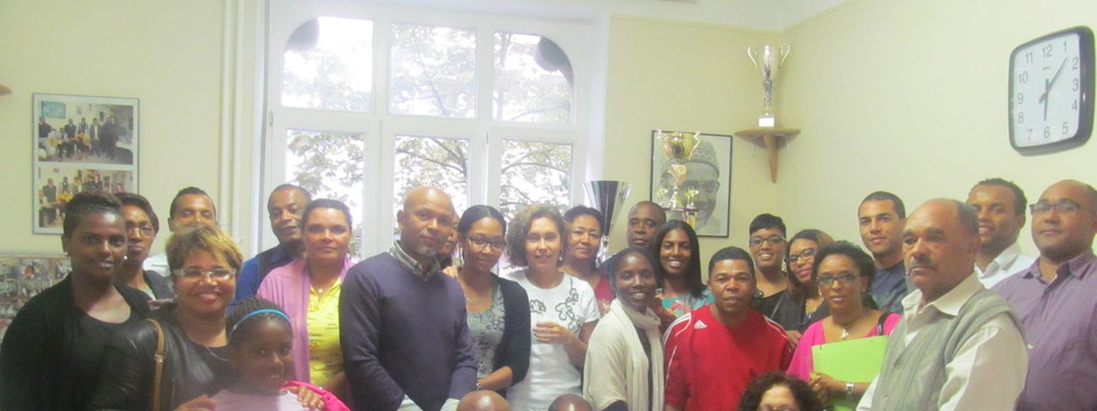 José Henrique (quarto à direita) e Neusa Monteiro (ao centro, de branco) vão liderar as duas associações