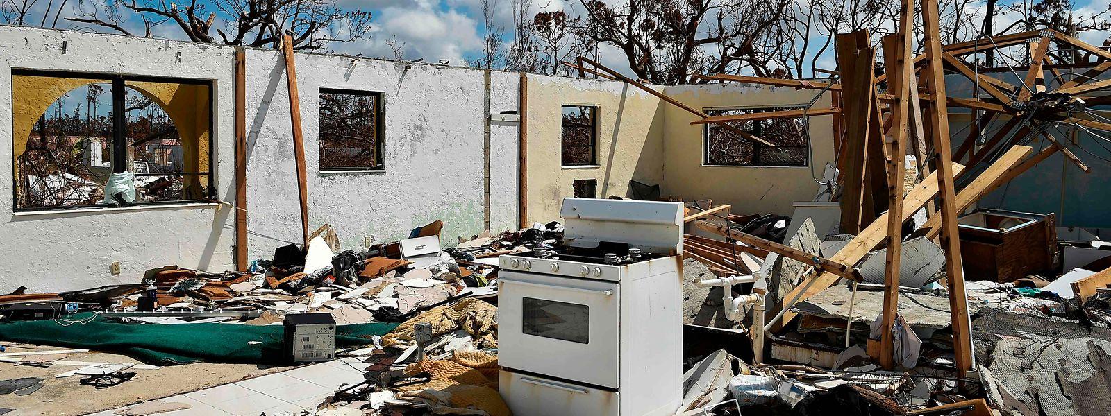 Le bilan officiel reste de 50 morts, a déclaré le chef de la police de l'archipel des Caraïbes, Anthony Ferguson.