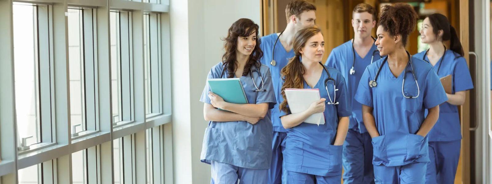 D'ici à 2034, plus de la moitié des médecins actifs aujourd'hui partiront en retraite. Ce qui relance la question de la formation des médecins au Luxembourg.