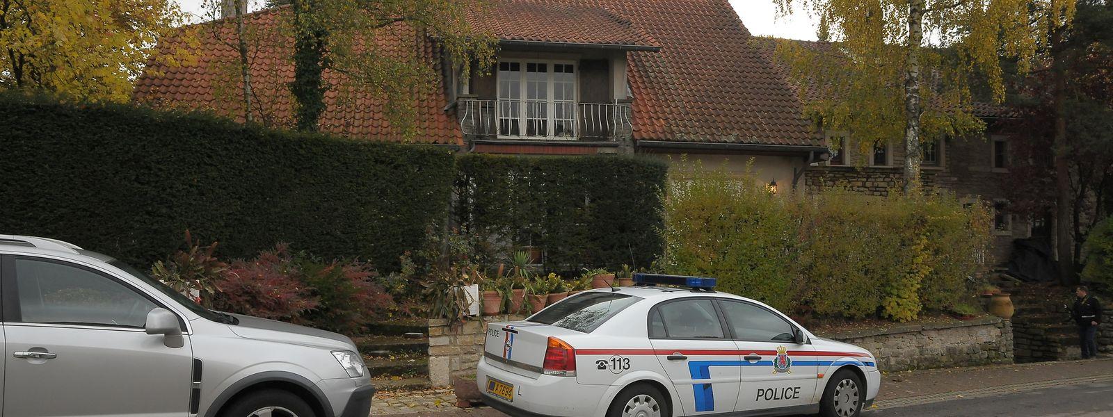 An Allerheiligen wird im Jahr 2010 in der Rue Killebierg in Hassel die Leiche eines 69-jährigen Mannes gefunden. Drei Beschuldigte werden im März 2015 freigesprochen.