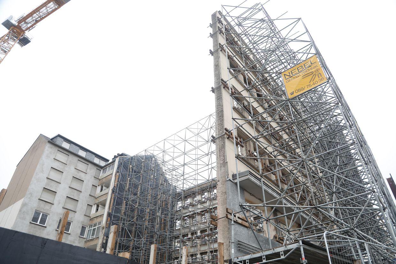 La façade, classée, de l'ancien bâtiment Accinauto viendra s'intégrer dans la structure moderne, en lamelles verticales et minérales, du siège de Post Luxembourg.