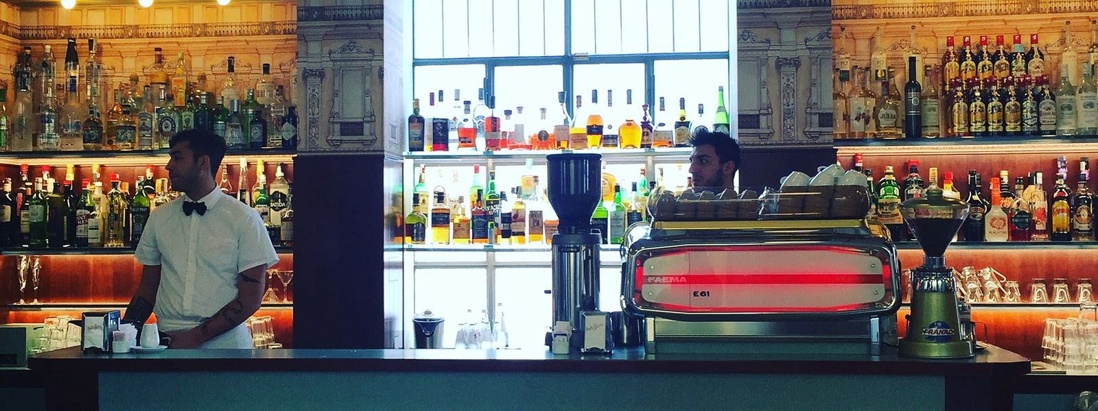 US-Filmregisseur Wes Anderson übernahm die Gestaltung der Bar Luce in der Fondazione Prada, die ihre Gäste zurück in die späten 1950er-Jahre führt.
