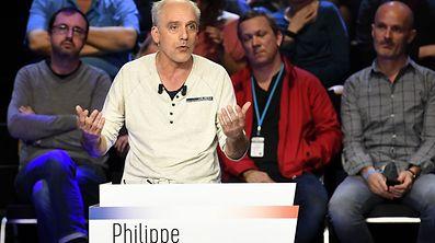 «Quand nous on est convoqués par la police, on n'a pas d'immunité ouvrière, donc on y va», a lancé Philippe Poutou à Marine Le Pen.