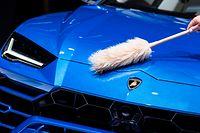 10.09.2019, Hessen, Frankfurt/Main: Ein Lamborghini Urus wird auf der IAA vor Beginn einer Pressekonferenz abgestaubt. Foto: Silas Stein/dpa +++ dpa-Bildfunk +++