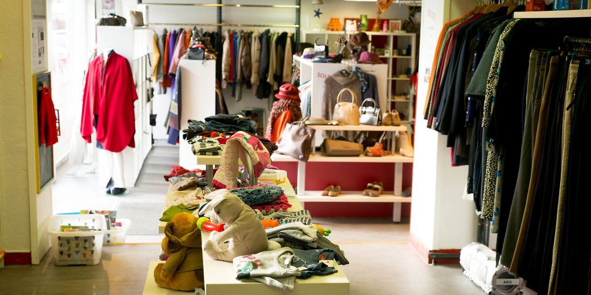 """Kleidung, Taschen, Accessoires: Schnäppchenjäger kommen im """"Vintage Mood"""" auf ihre Kosten."""