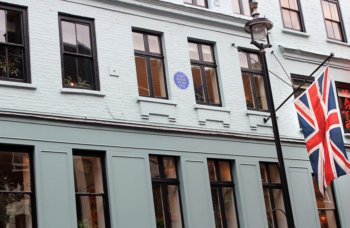 Eine blaue Plakette in der Dean Street 28 im Londoner Stadtteil Soho: Sie erinnert an Marx' erstes Wohnhaus während seines langen Londoner Exils.