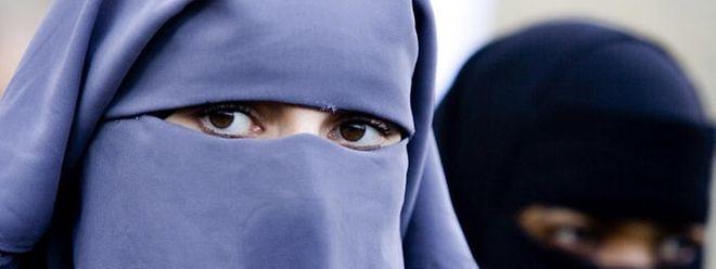 Wer in Belgien einen Gesichtsschleier trägt, riskiert ab sofort Geld- und Haftstrafen.