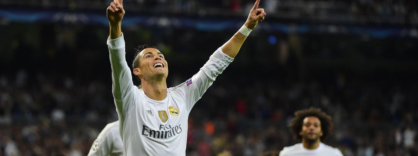 Cristiano Ronaldo estreia-se na 'Champions' com um 'hat-trick'