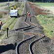 C'est le séisme qui a donné cette curieuse forme à ce chemin de fer.