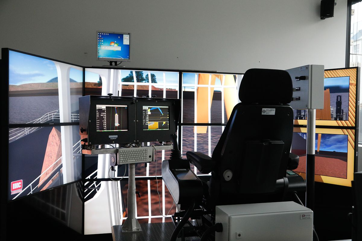 An diesem Simulator kann das Arbeitern mit dem Schiffsbagger simuliert werden.