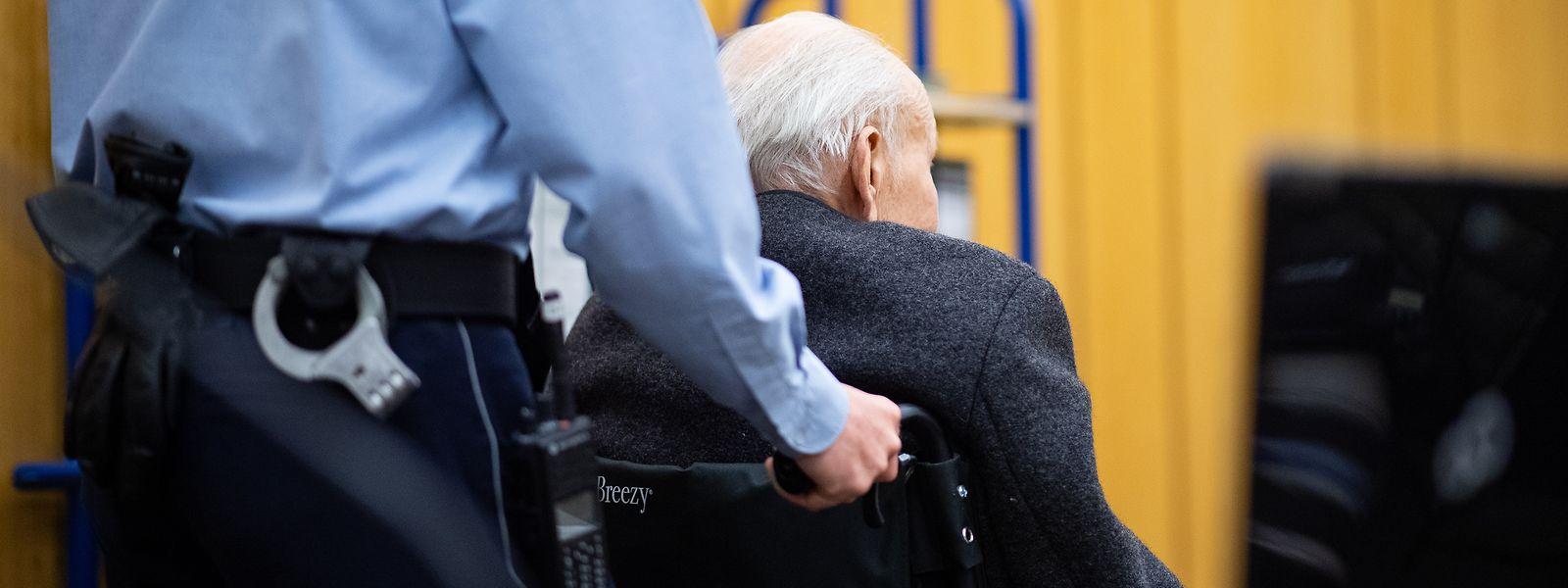 Der 94-Jährige ist wegen Beihilfe zum Mord in mehreren Hundert Fällen angeklagt.