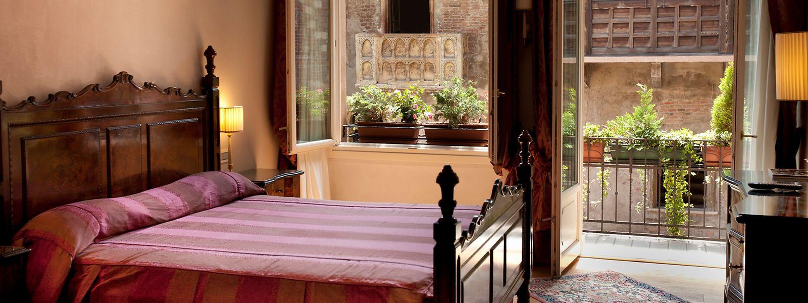 """Von einigen Zimmern des Hotels """"Il Sogno di Giulietta"""" haben Gäste direkten Blick auf Julias Balkon."""
