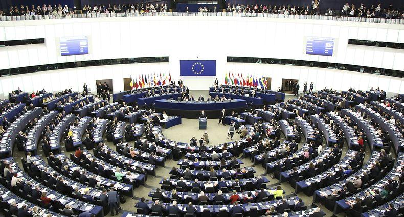 17.04.2018, Frankreich, Straßburg: Emmanuel Macron, Präsident vonFrankreich, hält eine Rede im EuropäischenParlament. Macron hat im EU-Parlament zur Verteidigung der «europäischen Demokratie» gegenüber autoritären Tendenzen aufgerufen und warb in der Rede für seine Vorschläge zur Reform der Europäischen Union. Foto: Elyxandro Cegarra/ZUMA Wire/dpa +++ dpa-Bildfunk +++