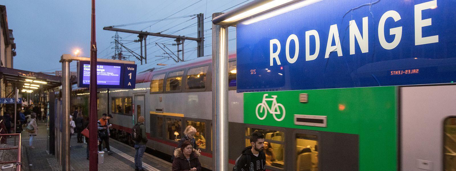 Vingt-quatre gares du pays disposent de panneaux publicitaires sur leurs quais ou dans les halls d'accès.