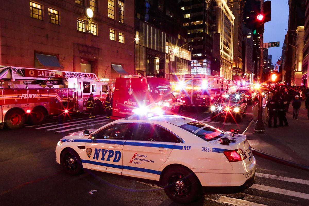 Großeinsatz vor dem Trump Tower. Mehr als 200 Feuerwehrleute waren vor Ort.