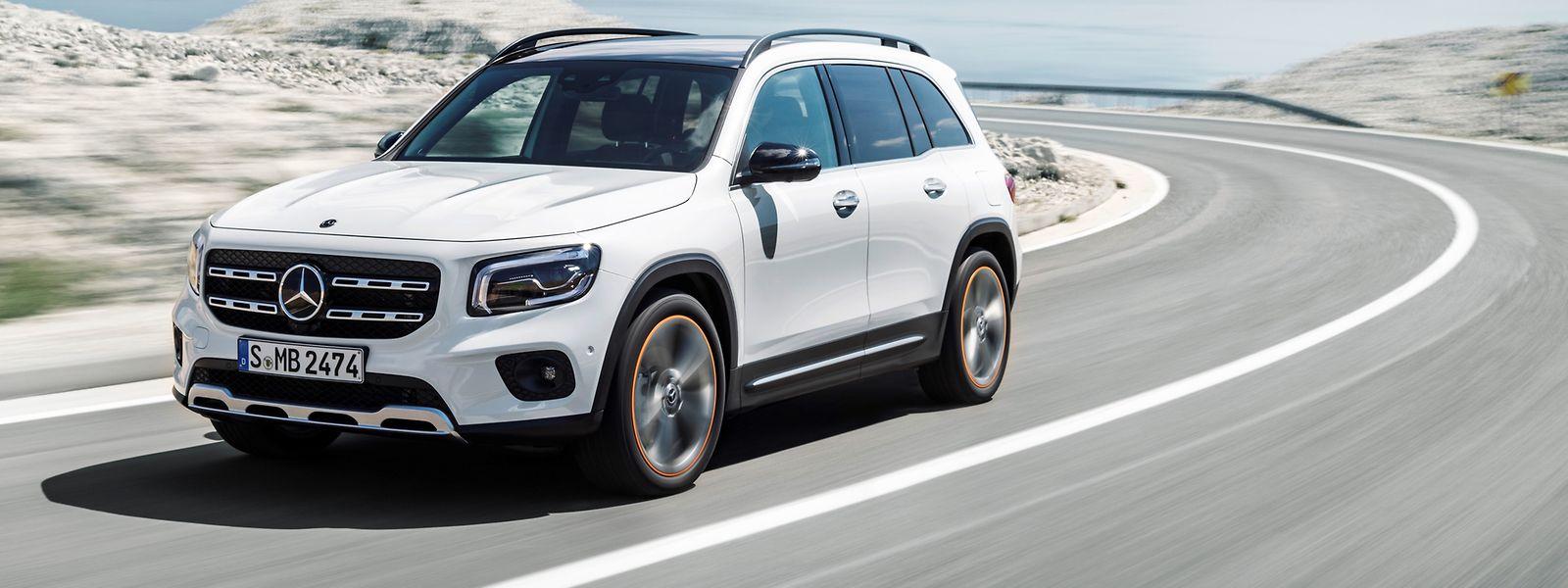 Die kraftvollen Proportionen unterstreichen das Offroad-orientierte Design des neuen Kompakt-SUV von Mercedes-Benz.