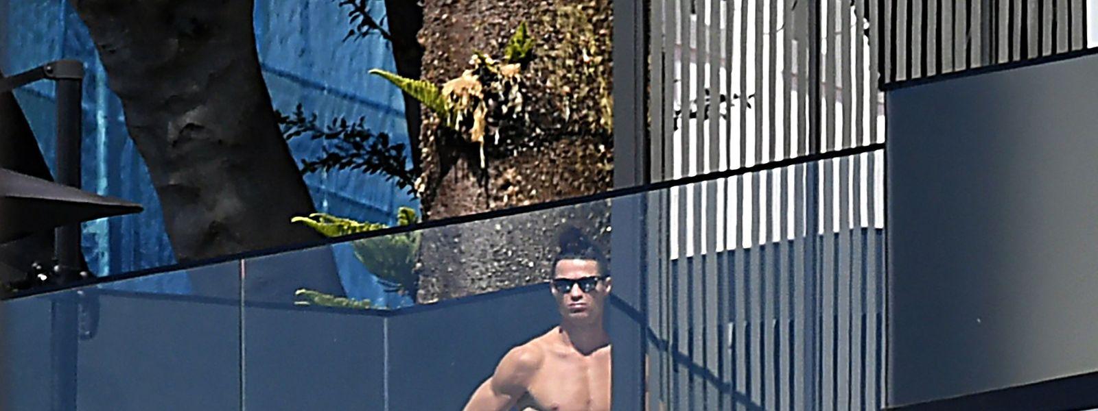 Jogador encontra-se de quarentena na Madeira.