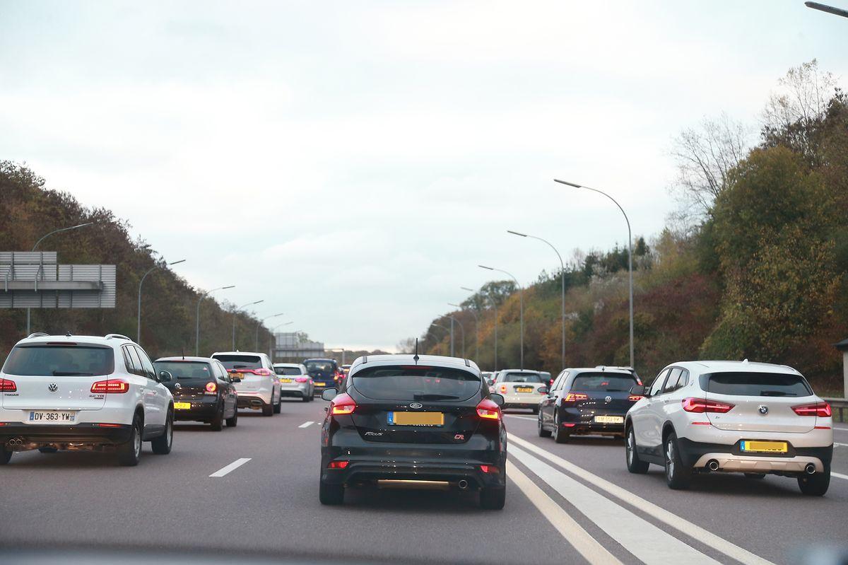 In Zukunft sollen P&R-Systeme an den Landesgrenzen sowie abgesonderte Spuren für Fahrgemeinschaften für weitere Entspannung auf Luxemburgs Straßen sorgen.