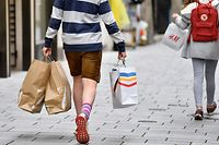 People walk in the shopping street 'Getreidegasse' in the old town in Salzburg, Austria on May 2, 2020. - Austrian citizens are allowed to leave the house for non-essential trips as it eases coronavirus lockdown measures, but said limits on gatherings and social distancing rules would remain in place. From May 2, 2020, shopping centres, hairdressers and all shops with more than 400 square metres of sales area are allowed to reopen, including the major electrical retailers, fashion chains, furniture stores and sports equipment retailers. (Photo by BARBARA GINDL / APA / AFP) / Austria OUT