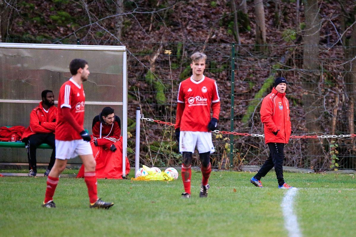 A l'arrière-plan, Andrzej Jaworucki, le cornac du FC Claravallis