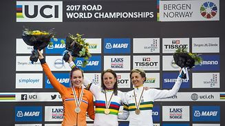 Gold medalist Netherland's Annemiek Van Vleuten (C), silver medalist Netherland's Anna Van Der Breggen (L) and bronze medalist Australia's Katrin Garfoot react on the podium after the women elite individual time trial at the UCI Cycling Road World Championships on September 19, 2017 in Bergen, Norway.  / AFP PHOTO / Jonathan NACKSTRAND