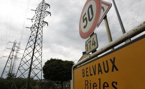Die Hochspannungsleitung verbindet Luxemburg und Frankreich über die Ortschaften Belvaux und Rédange.