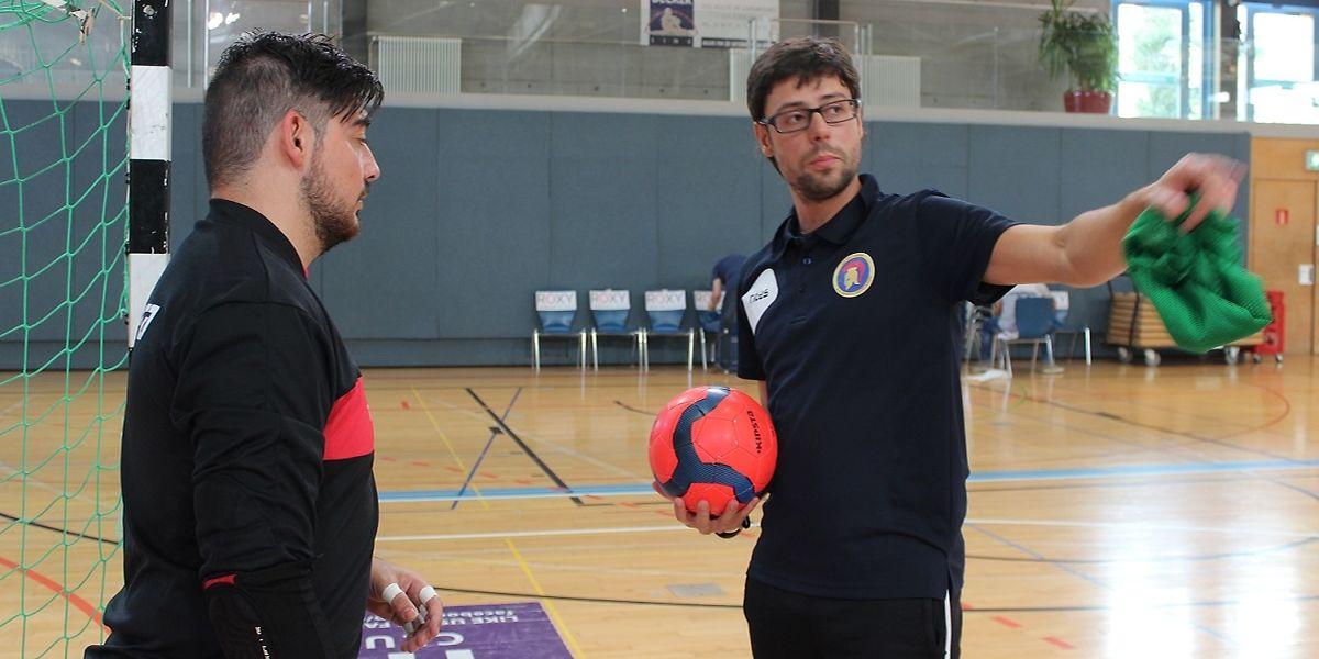 O treinador Rui Pedro (dta.) e o guarda-redes Ricardo (esq.) que na época passada estavam na ALSS querem iniciar a taça com uma surpresa