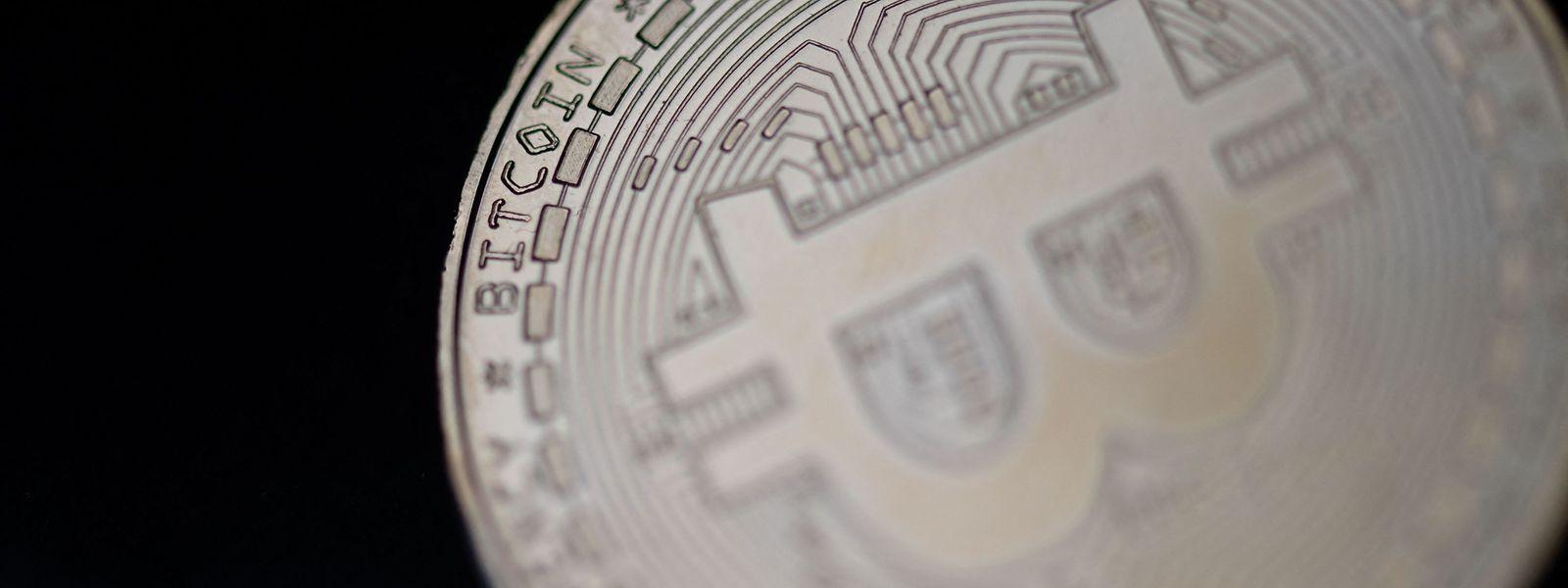 """Seit sieben Jahren nämlich arbeitet die Zentralbank der Volksrepublik an der ersten staatlichen Digitalwährung, die sich als eine Art """"Anti-Bitcoin"""" verstehen lässt."""