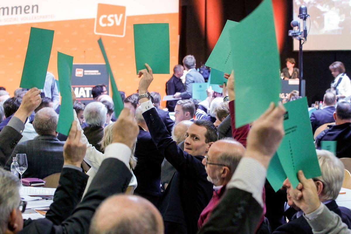 Der Vorschlag des CSV-Abgeordneten Serge Wilmes zur Ernennung des künftigen CSV-Spitzenkandidaten bei den Landeswahlen wurde abgelehnt. 57 Delegierten unterstützten die Idee, alle Mitglieder darüber abstimmen zu lassen. 146 waren dagegen.