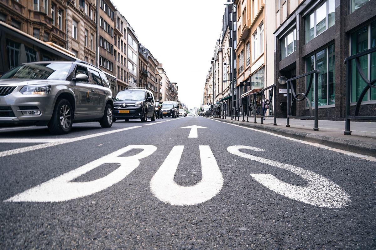 Lösungsvorschlag: Radfahrern die Benutzung der Busspur erlauben.