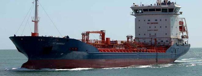 Das Schiff lag in der Bucht von Cotonou am Golf von Guinea vor Anker.