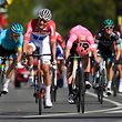 21.04.2019, Niederlande, Berg En Terblijt: Radsport: UCI World Tour - Amstel Gold Race, 265,70 km, Männer. Mathieu Van der Poel (2.v.l.) aus den Niederlanden vom Team Corendon-Circus siegt vor Simon Clarke (3.v.l.) aus Australien vom EF Education First. Foto: Yorick Jansens/BELGA/dpa +++ dpa-Bildfunk +++