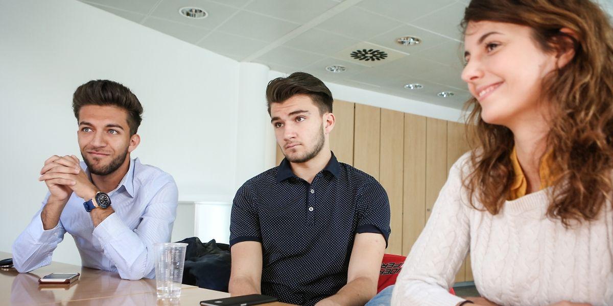 Amir, Loris und Clémentine (v.l.n.r) wollen den Anliegen der Jugend mehr Gehör verschaffen. Das Jugendparlament ist ihre Plattform.