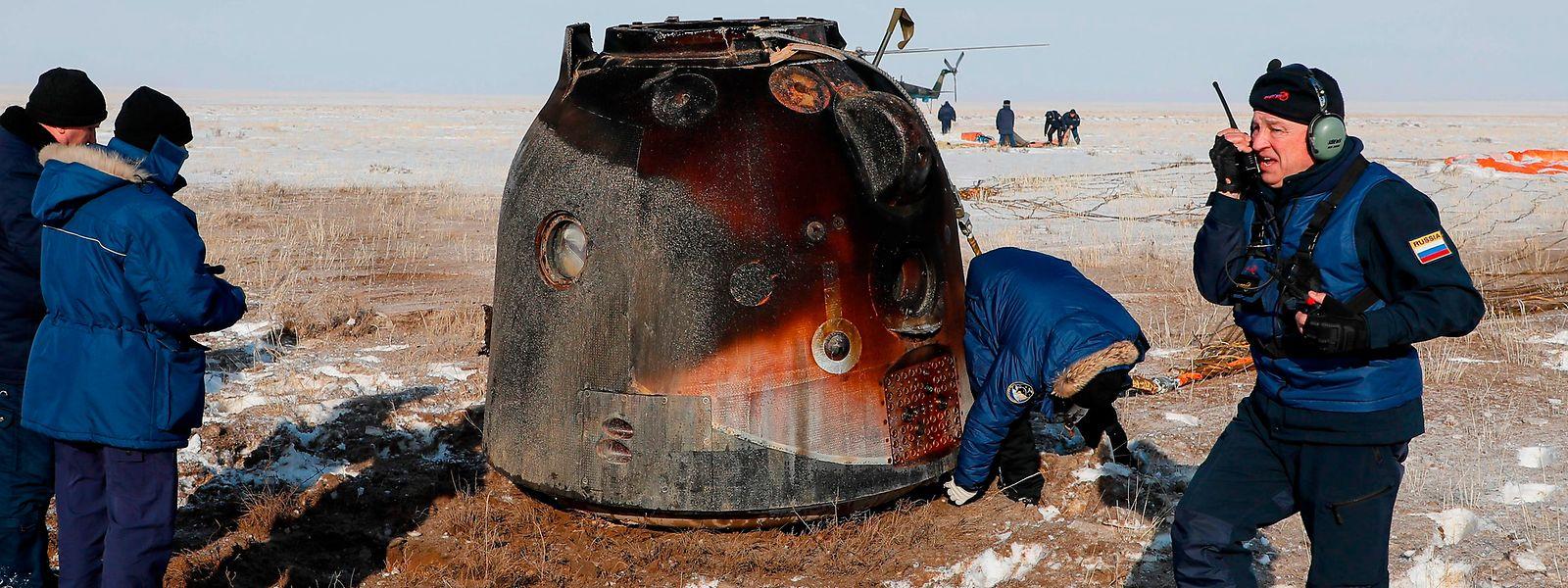 La capsule Soyouz, avec à son bord Christina Koch et ses collègues, Luca Parmitano de l'Agence spatiale européenne et le cosmonaute russe Alexandre Skvortsov, a atterri dans les steppes du Kazakhstan, en Asie centrale ce jeudi matin