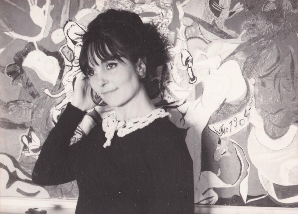 Paula Rego com um dos seus quadros.