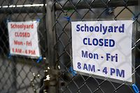 A schoolyard is closed outside a public school in the Brooklyn borough of New York City on November 19, 2020. - US coronavirus deaths passed a quarter of a million people on November 18 as New York announced it would close schools to battle a rise in infections. (Photo by Angela Weiss / AFP)