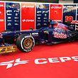 Sur la Toro Rosso en 2013 apparaissaient des groupes dans lesquels IPIC et KAQ avaient investi.