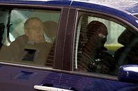 Michel Fourniret 2008 auf dem Weg zu einer Gerichtsverhandlung.