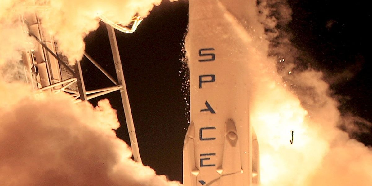 Die SpaceX Falcon 9 beim Start in Cape Canaveral.