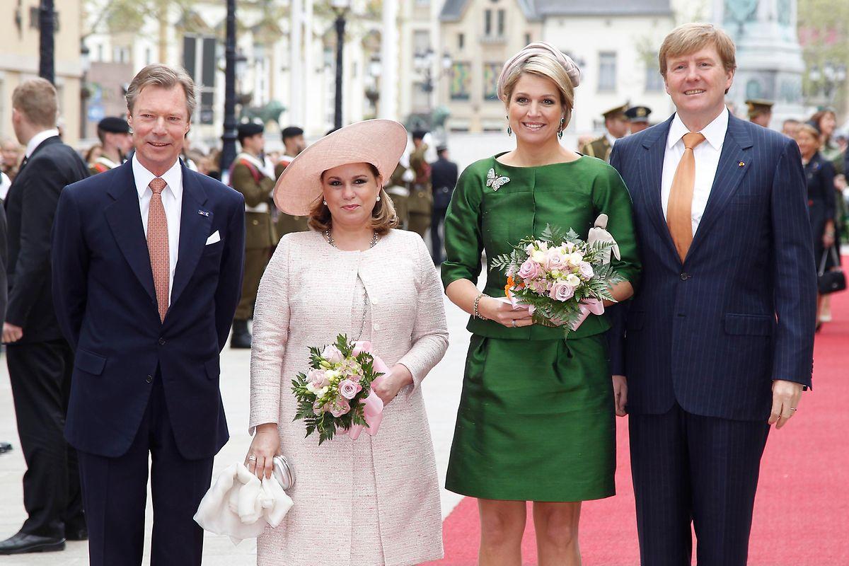 Großherzog Henri und seine Frau, Großherzogin Maria Teresa, begrüßen das niederländische Königspaar 2013 bei einem Besuch in Luxemburg.