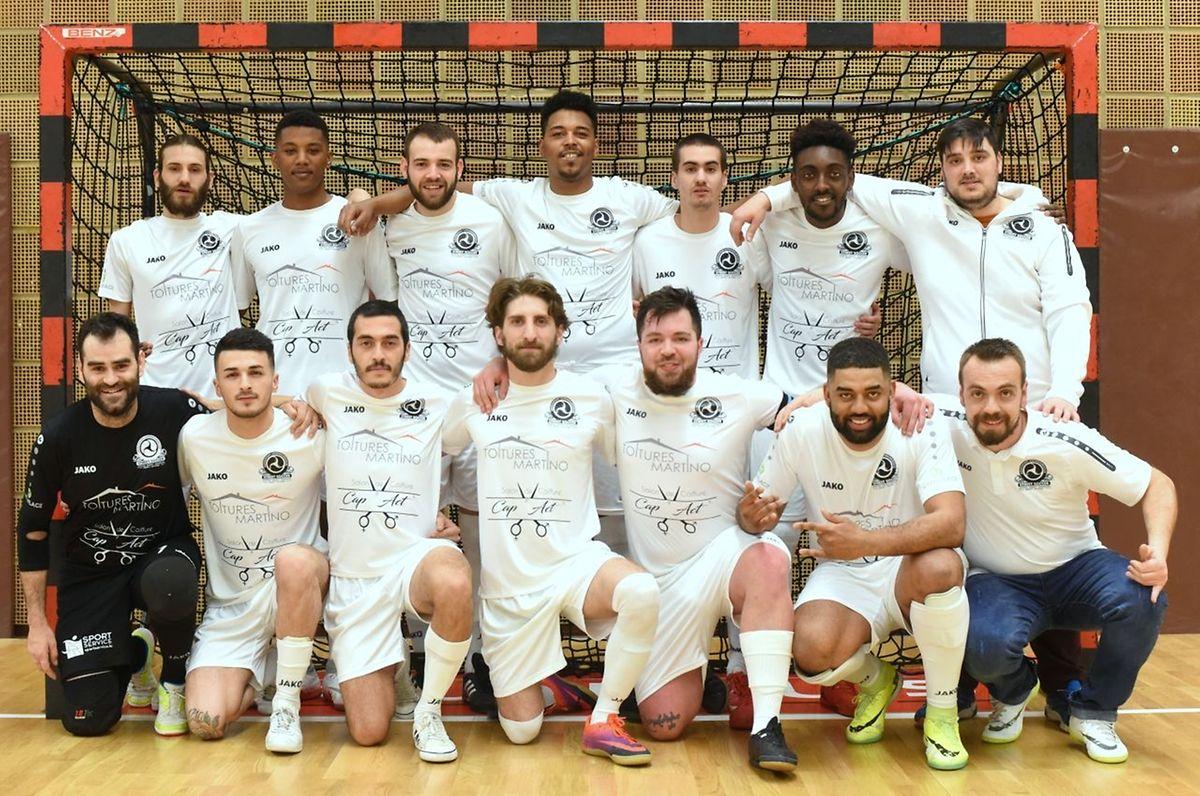 Le groupe de l'ALSS Luxembourg qui a décroché le titre en Ligue 2.