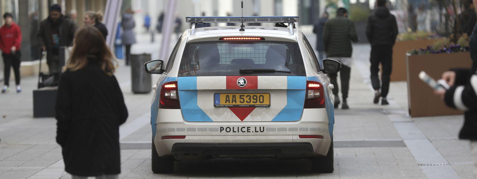 Die Polizei kontrolliert, ob sich Menschen an die Regeln halten. Wer dies nicht tut, muss mit saftigen Strafen rechnen.