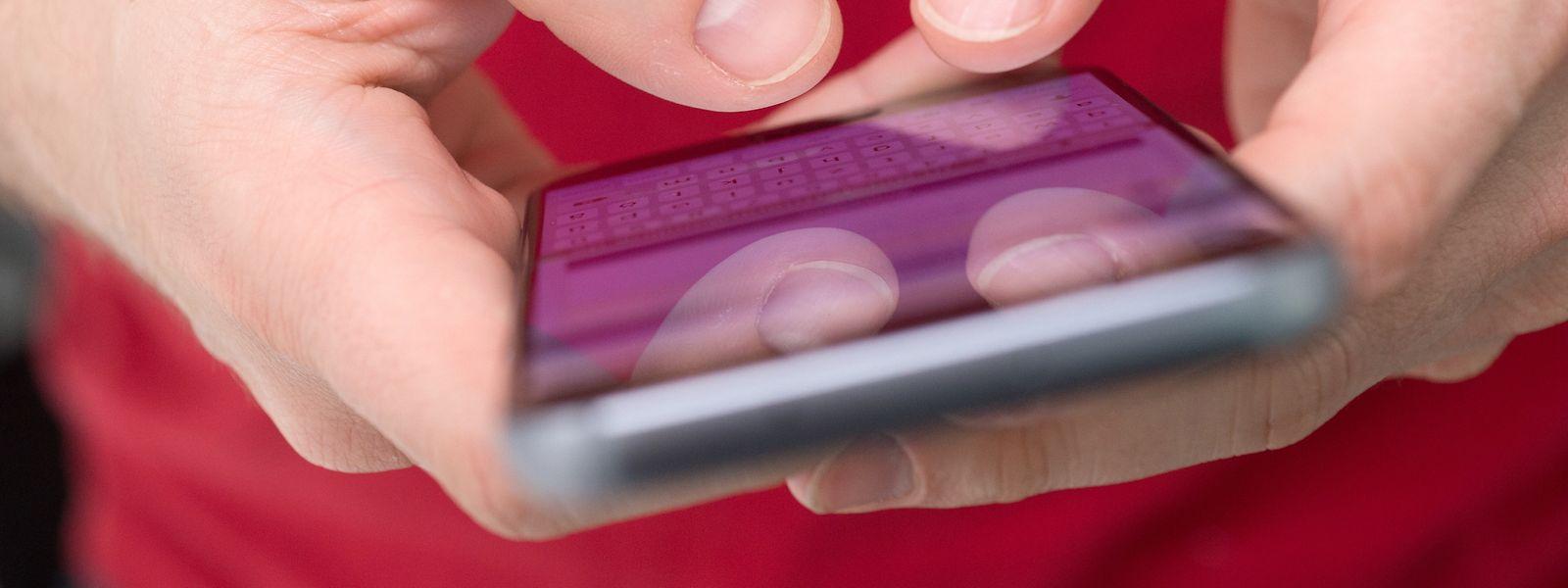 Ein leistungsfähiges Handy ist bereits die halbe Miete. Für noch mehr Spaß sorgen coole Handy-Gadgets.