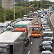 30.6.Autobahn Contournement entre Croix de Gasperich et Croix de Cessange / Stau / Bouchon / Mobilite / Auto / Rettungsgasse für Ponts et Chaussees Foto:Guy Jallay