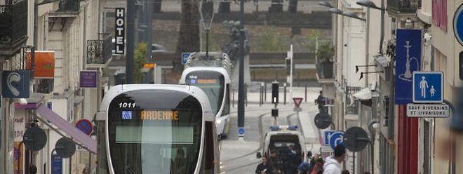 Fahrzeuge des französischen Herstellers Alstom, die in Angers (F) auf einzelnen Streckenabschnitten ohne Oberleitung fahren.