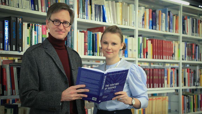 Justin Powell und Jennifer Dusdal wurden für ihre Arbeiten mit dem ASHE-Preis geehrt.