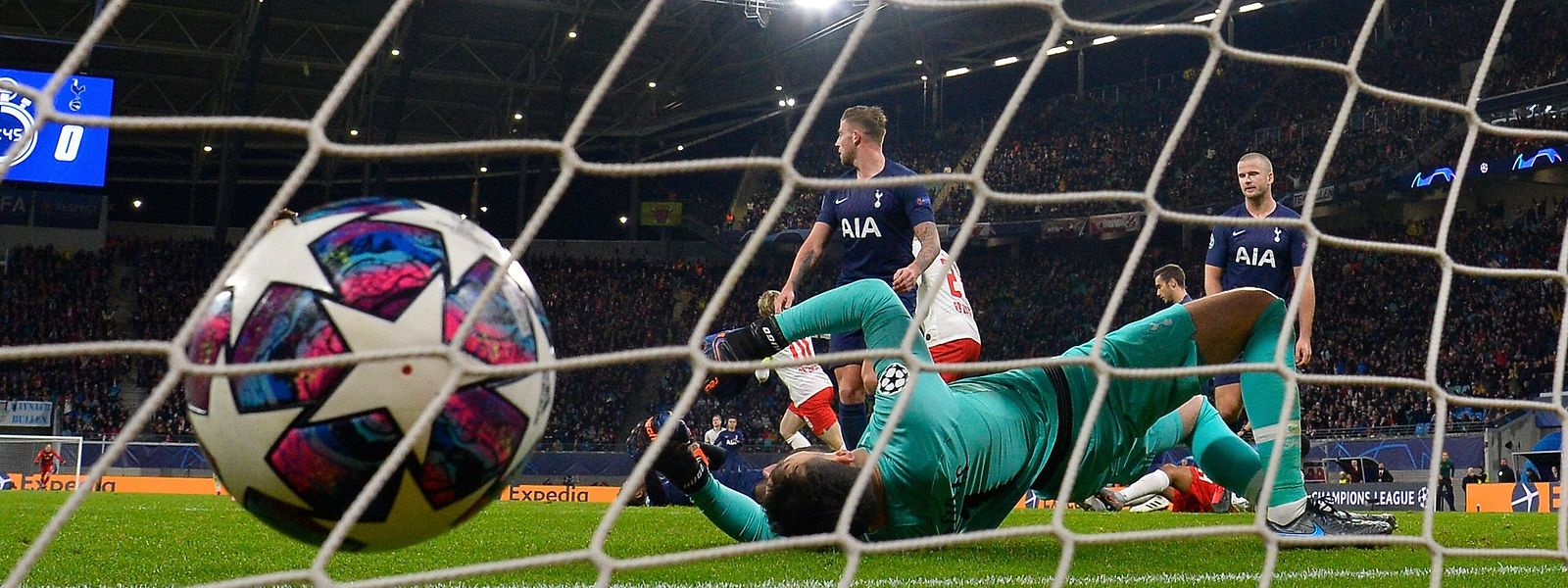 Hugo Lloris s'incline, Leipzig a amplement mérité sa qualification pour les quarts de finale de la C1.