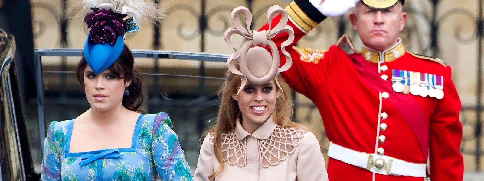 Prinzessin Eugenie von York (l) und Prinzessin Beatrice von York bei der Hochzeit von Prinz William und Herzogin Kate. Prinzessin Eugenie wird am Dienstag 30 Jahre alt.