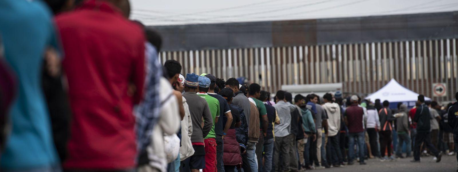 Tausende Menschen werden in Tijuana beherbergt.